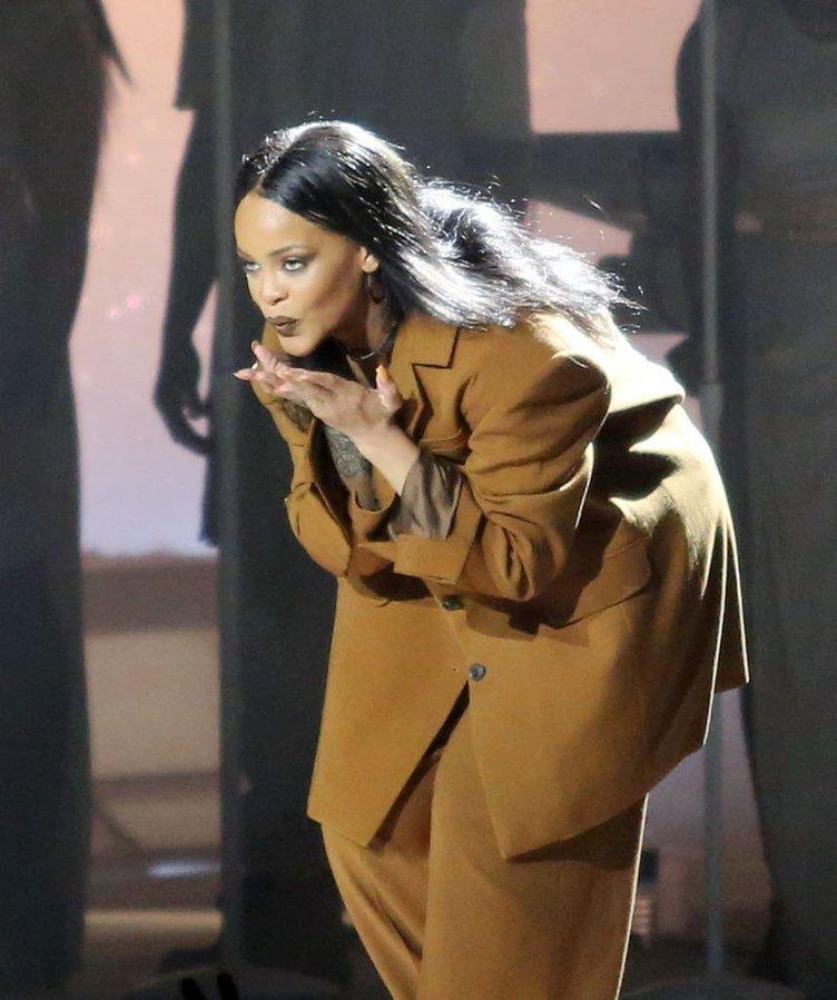 Rihanna şov yaptı!