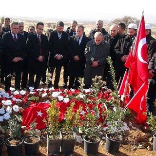 Galatasaray'dan kahraman polisin kabrine ziyaret