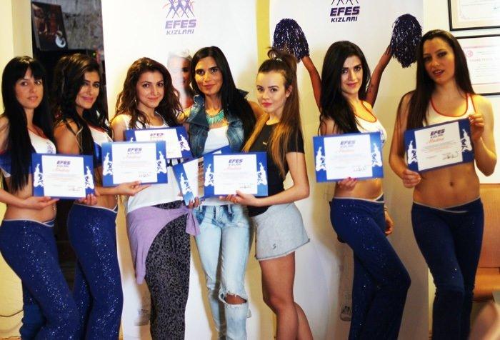 İzmir'de Efes Kızları rüzgarı esti