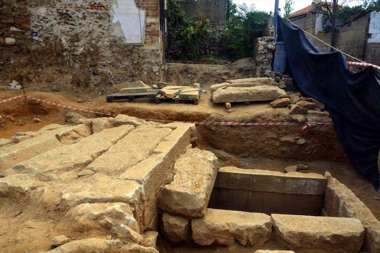 Milas'ta 2 bin 400 yıllık mezar bulundu