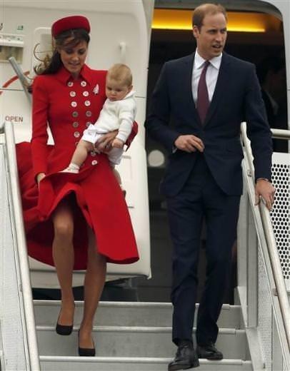 Düşes prens ve bebekleriyle birlikte gezide