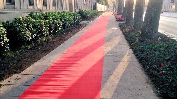 Beşiktaş taraftarına kırmızı halı
