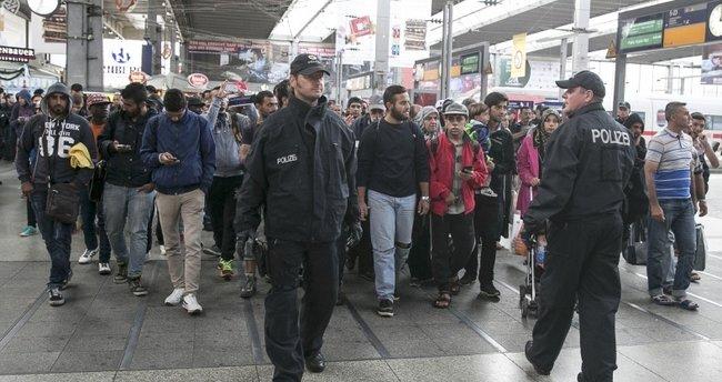 Almanya'da sığınmacı yurtlarına saldırılar arttı