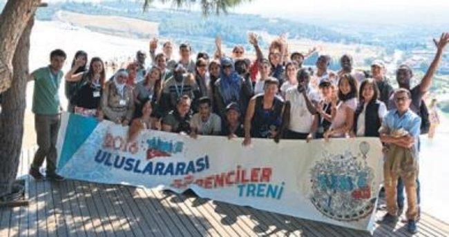 Uluslararası öğrenci treni Pamukkale'de