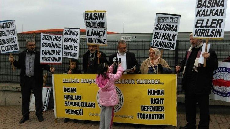 Zaman gazetesi önünde Ekrem Dumanlı'ya protesto