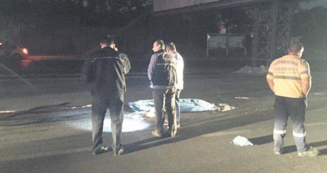 Yol ortasında kadın cesedi bulundu