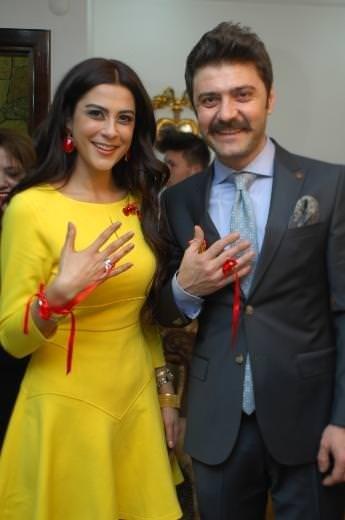 Şahin Irmak ve Asena Tupal nişanlandı