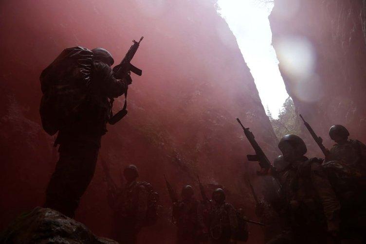 Komandolar nefesleri kesti!