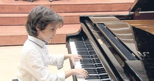Piyanonun küçük prensi Mersin'i temsil edecek