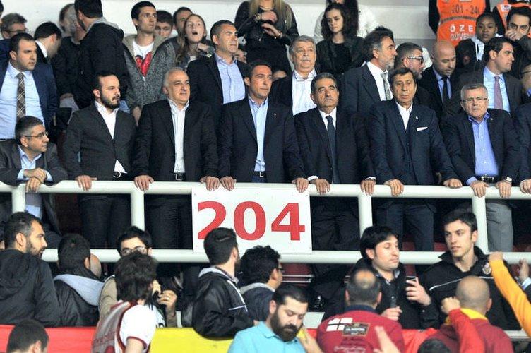 Fenerbahçeli yöneticilere yumruklu saldırı