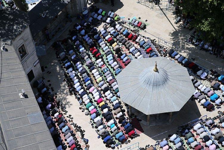 Ramazan'ın ilk cuma namazı