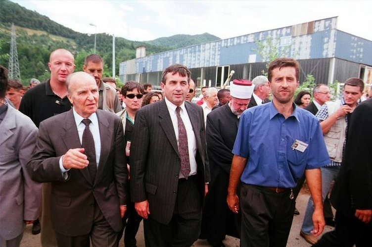 Srebrenitsa Cehennemi''nden kaçanların ölüm yürüyüşü