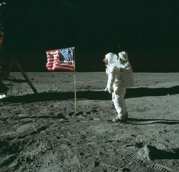 ABD'nin Ay'a hiç gitmediğine inananlardan mısınız?