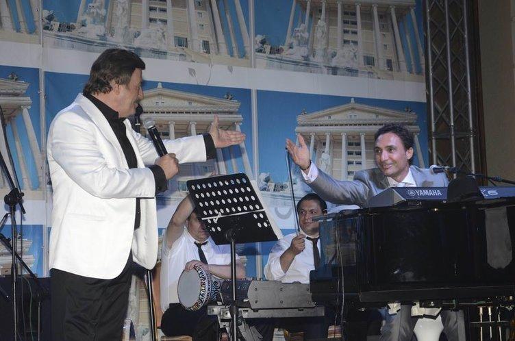 Sevilen aşk şarkılarının bestecisi usta sanatçı Selami Şahin hastaneye kaldırıldı