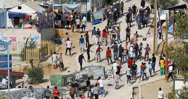 Midilli'de göçmen kampında yangın!