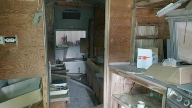 Dükkan sahibine kızdı karavanı berber yaptı