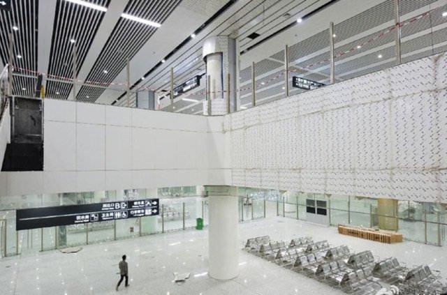 Çin'de devasa yer altı tren istasyonu