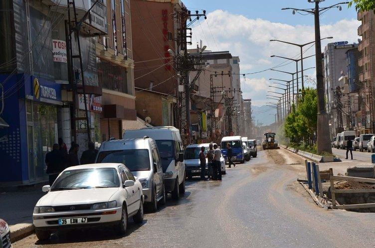 Yüksekova'da zarar komisyonları önünde uzun kuyruklar oluştu
