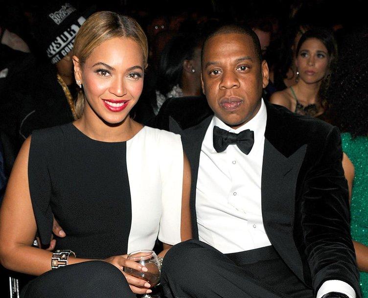 Ünlü çift 93 milyon dolara malikane alıyor