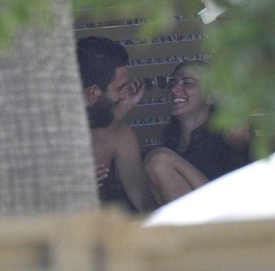Arda Turan ve sevgilisinin aşk tatili
