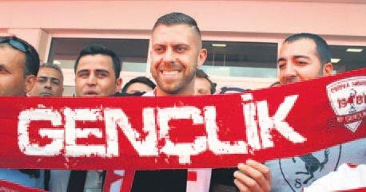 Menez Antalya'yı salladı