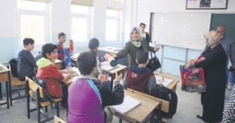 Başkan Duruay'ın eşi okulları ziyaret etti