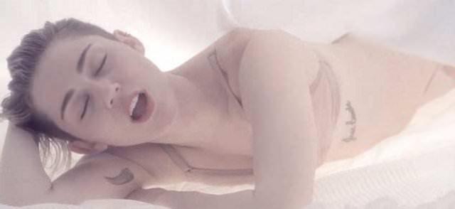 Miley yine soyundu