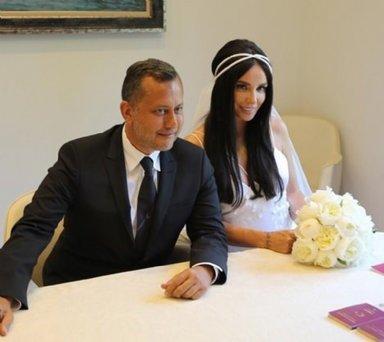 Gülşen ve Ozan Çolakoğlu Barcelona'da evlendi