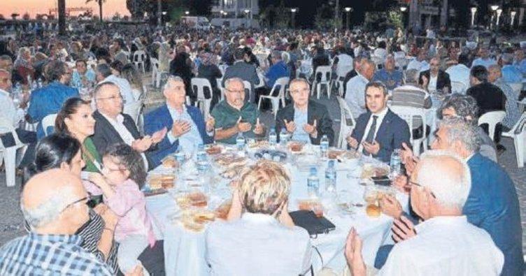 AK Parti'den Konak'ta iftar coşkusu
