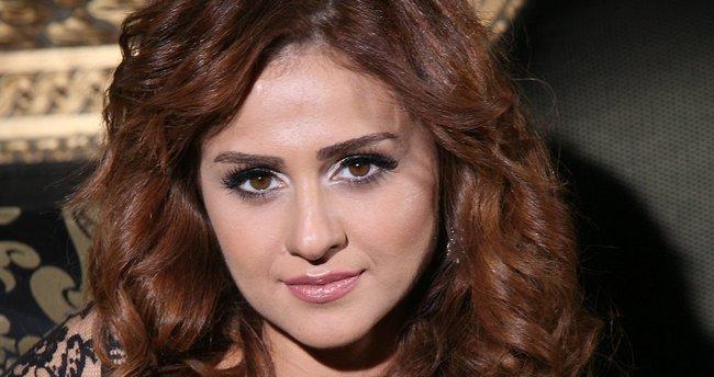 Azeri şarkıcı Günel evliliğe ilk adımı attı
