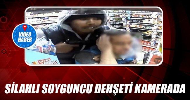 Markette silahlı soyguncu dehşeti