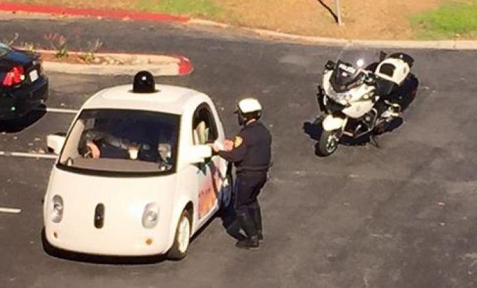 Google'ın sürücüsüz aracı kaza yaptı