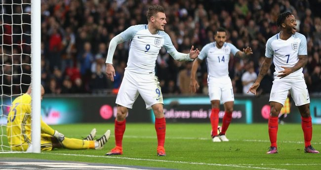 İngiltere İspanya maçında Mannequin Challenge sevinci