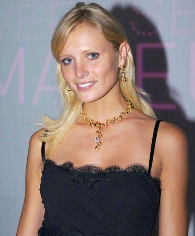 Kaza geçiren Victoria's Secret modeli Yfke Sturm komada