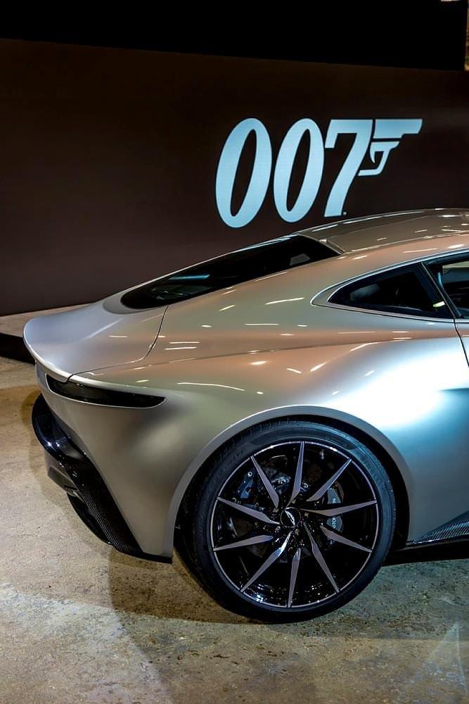James Bond'un arabasına servet ödediler