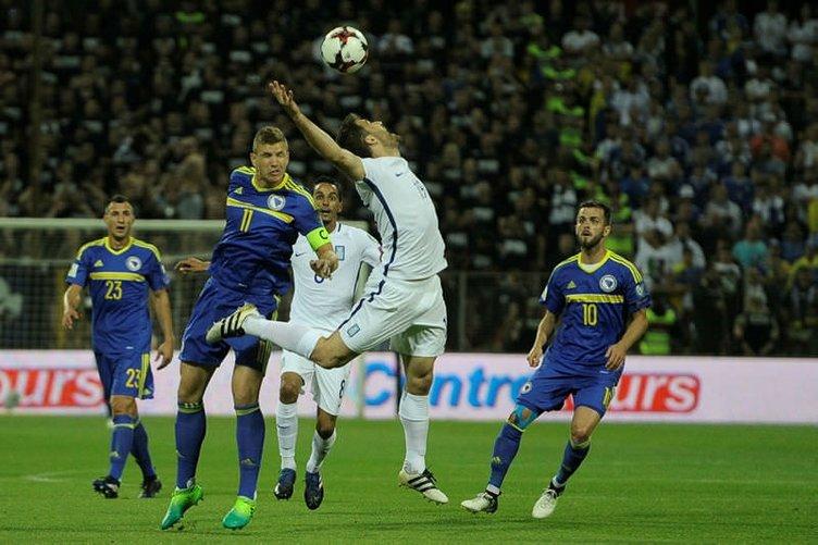 Bosna Hersek - Yunanistan maçında ortalık karıştı!