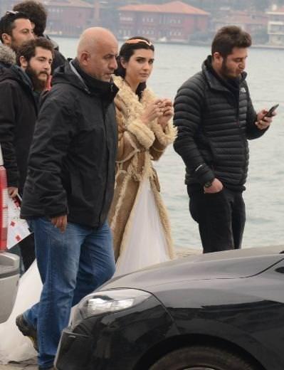 Arap hayranları Kara Para Aşk setini bastı