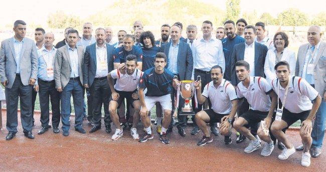 Türk Metal Kırıkkalespor şampiyonluk kupasını aldı