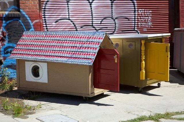 Evsizler için çöpten evler