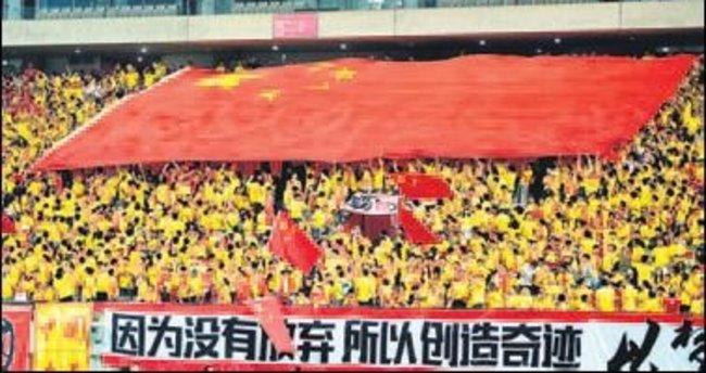 Çin sokağa döküldü