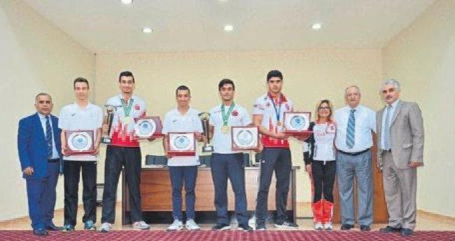 Uluslararası arenada başarılı 5 sporcu ödüllendirildi