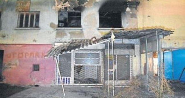 Metruk binada yanarak öldü