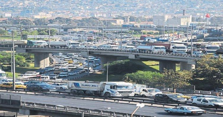 İzmir'de trafiğe kayıtlı araç sayısı arttı