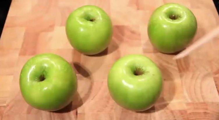 Dört yeşil elmadan öyle bir tatlı yaptı ki...