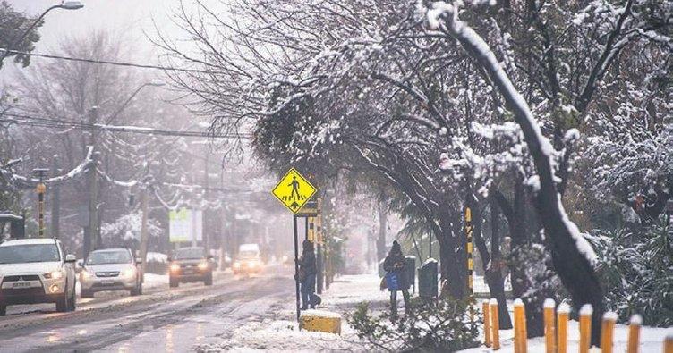 Şili'de 46 yılın en şiddetli kar yağışı