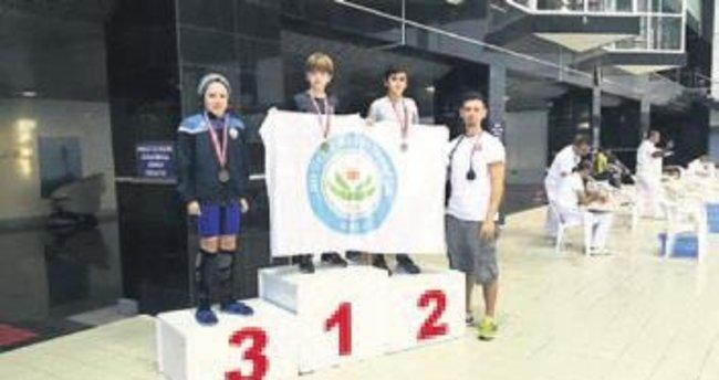 Nilüferli yüzücülerden 66 madalya