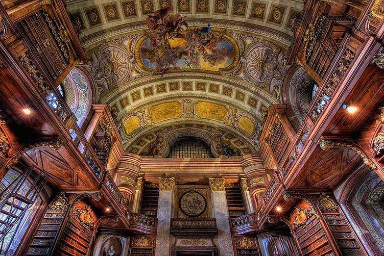 Görenleri büyüleyen kütüphane