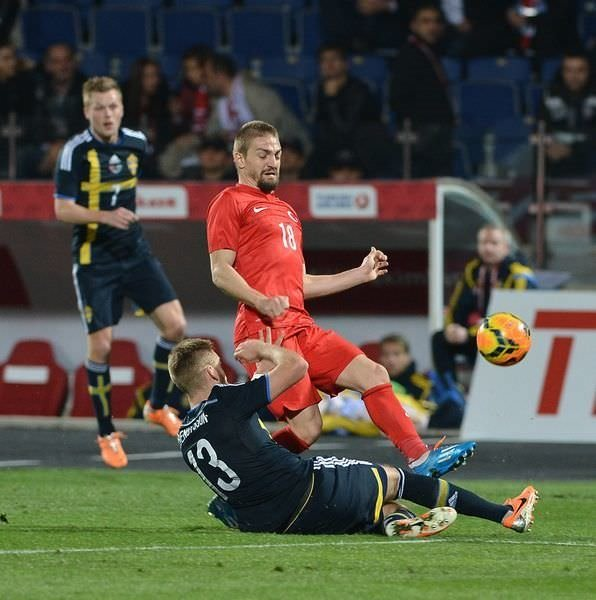 İsveç maçı sonrası galibiyet pozu