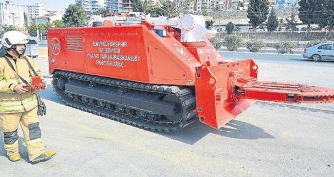 İzmir'e robotik itfaiye aracı