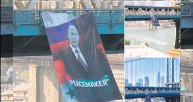 Manhattan'a Putin posteri astılar